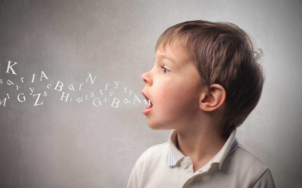 Buchstaben aus Mund